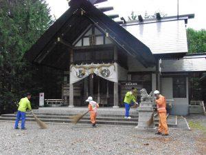 神社境内清掃